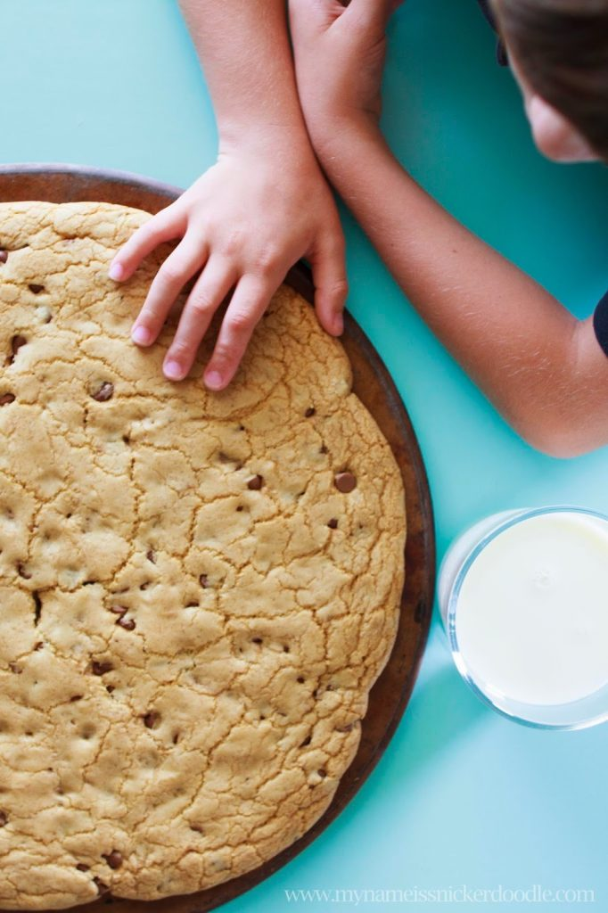 Your're kids will flip when they see this Giant Chocolate Chip Cookie you can make at home!  | My Name Is Snickerdoodle
