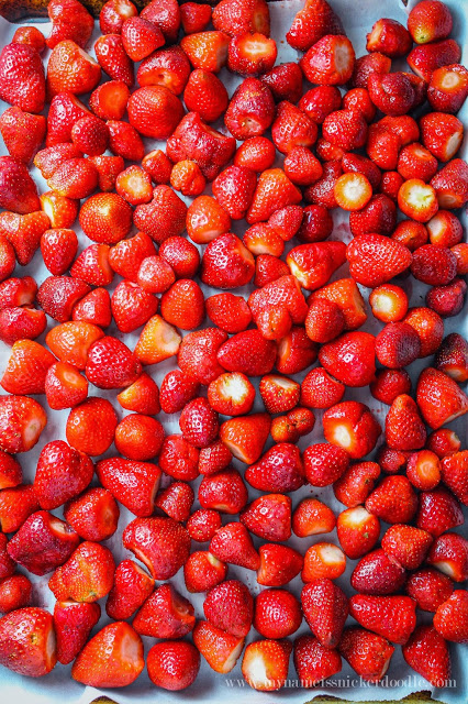 Here is the 'how to' on freezing your strawberries so they don't all clump together!  Use this fast method to freeze fresh strawberries for your smoothies!  |  mynameissnickerdoodle.com
