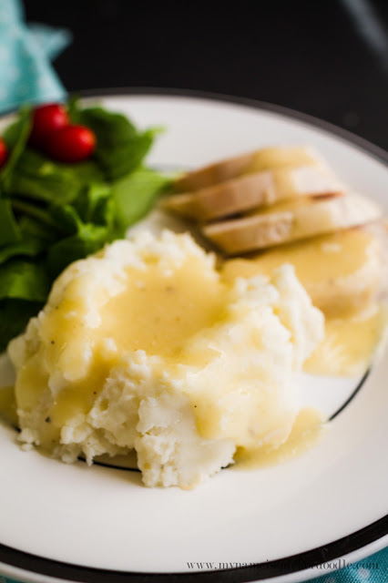 Here's a recipe to take the mystery out of making homemade gravy! Perfect for the holidays and looks so good! | My Name Is Snickerdoodle