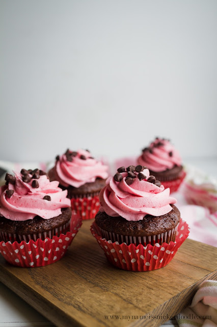 Look at these chocolate cupcakes!! They are frosted with raspberry buttercream! HEAVENLY! Get the recipe at mynameissnickerdoodle.com