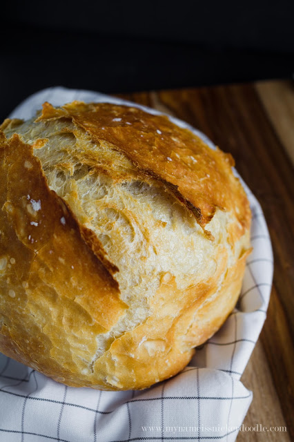 This homemade artisan no knead artisan bread recipe is super easy to make! Way better than any expensive bakery!   My Name Is Snickerdoodle