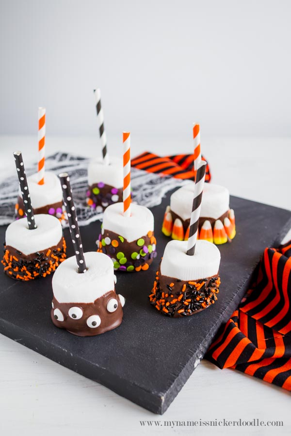 These Halloween Marshmallow Pops are super cute and easy to make! | mynameissnickerdoodle.com