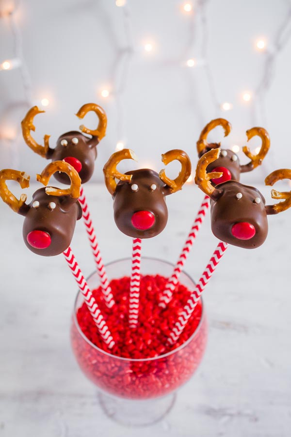 Adorable Chocolate Covered Marshmallow Reindeer! So fun to make with the kids! | mynameissnickerdoodle.com