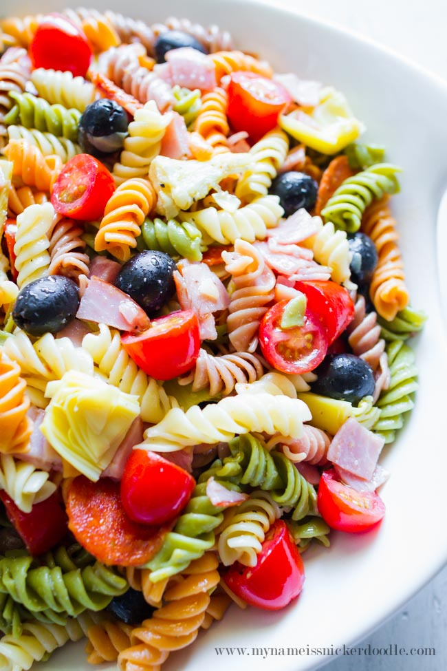 This Artichoke Pasta Salad is perfect for a summer side dish! | mynameissnickerdoodle.com