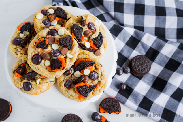 These Halloween Cookies and Cream Cookies are perfect for any party, after school snack or trick or treaters!  A perfect cookie recipe!   |  mynameissnickerdoodle.com